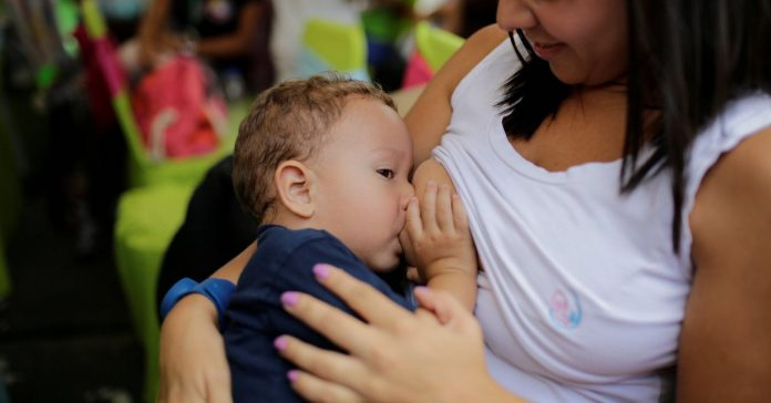 Study: Poor moms breastfeed for shorter time