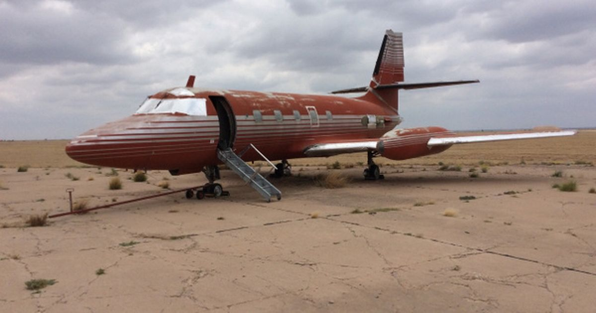 Ain't nothing but a ground dog! Elvis's rusted private jet for sale after 36 years sitting on airstrip [Details]
