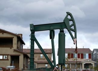 Study: Living near oil and gas wells may increase preterm birth risk