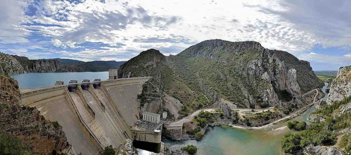 Study: Dams exacerbate the consequences of climate change on river fish
